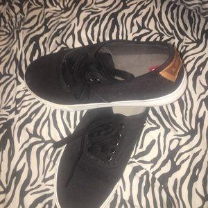 Levi's men's shoe, black canvas